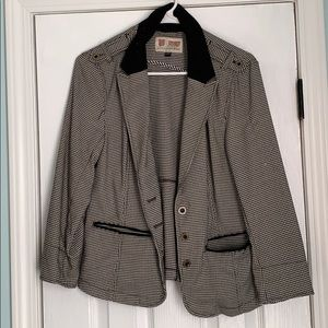 Volcom black and white 3 button blazer